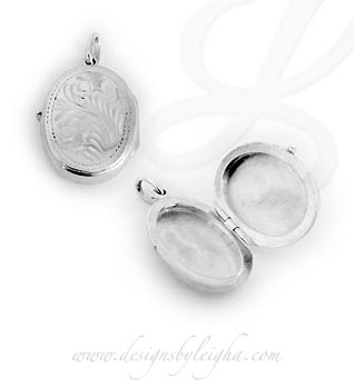 Oval Pendant Locket for Necklace